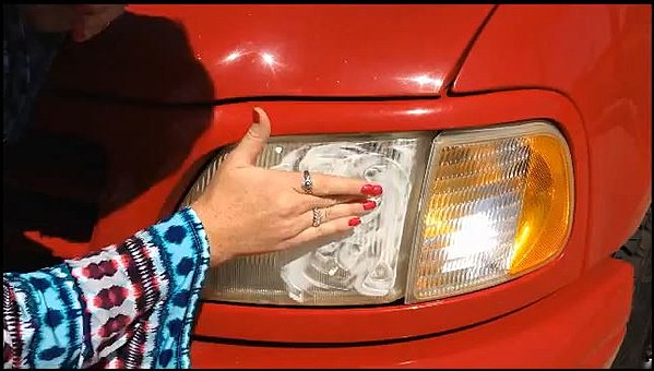 how to clean headlights with toothpaste